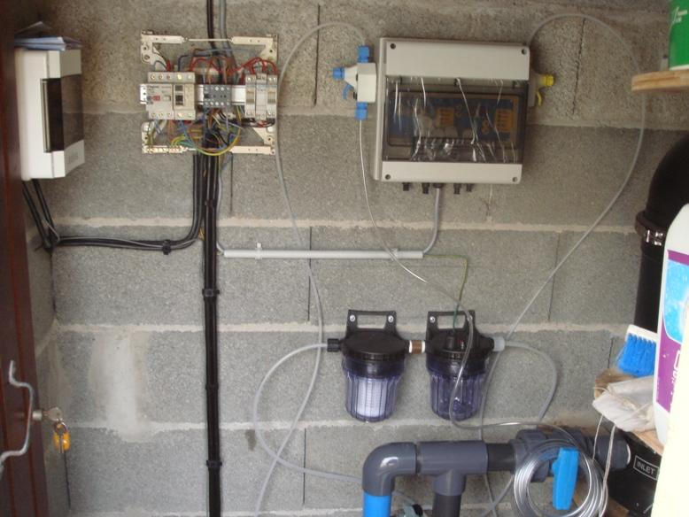 Installation du coffret de gestion du système de régulation Chlore et pH